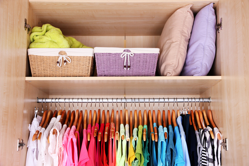 How to arrange a wardrobe with many clothes - How to unshrink clothes three easy solutions ...